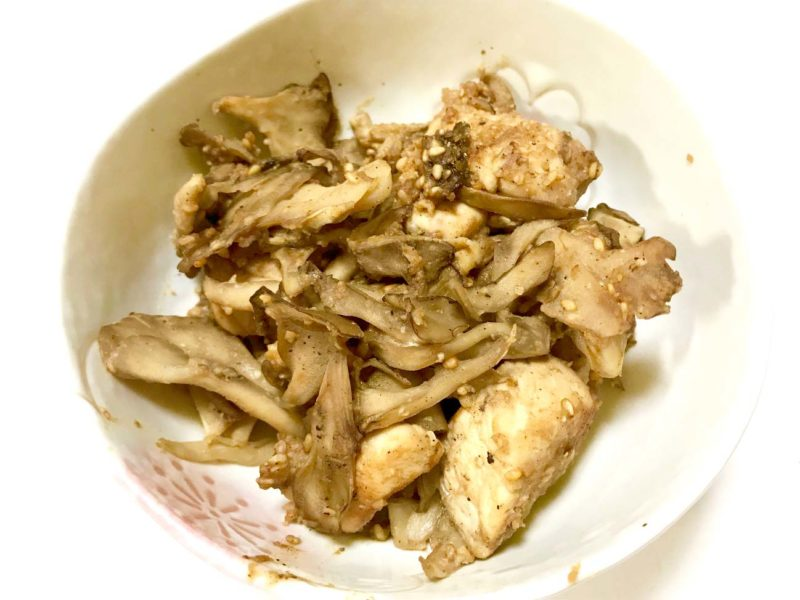 マイタケと鶏肉のゴマ味噌炒め
