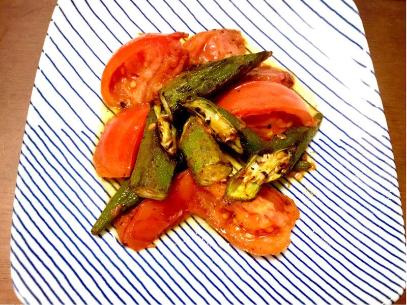 オクラとトマトのオリーブオイル炒め