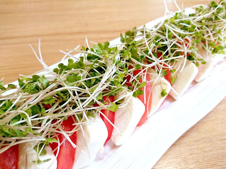 豆腐のカプレーゼ風スプラウトサラダ