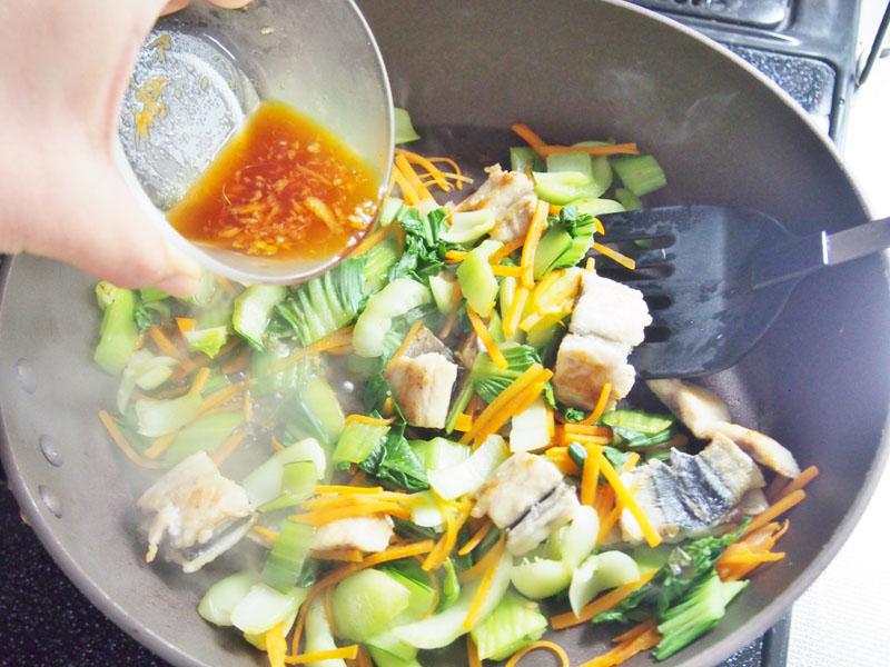 サンマとチンゲン菜の甘辛炒め③
