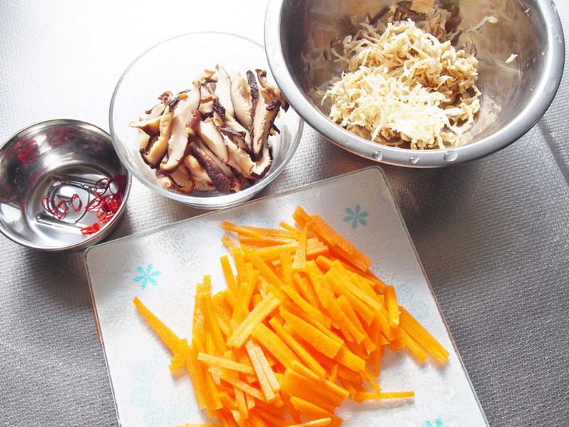 切り干し大根と干し椎茸の炒め煮①
